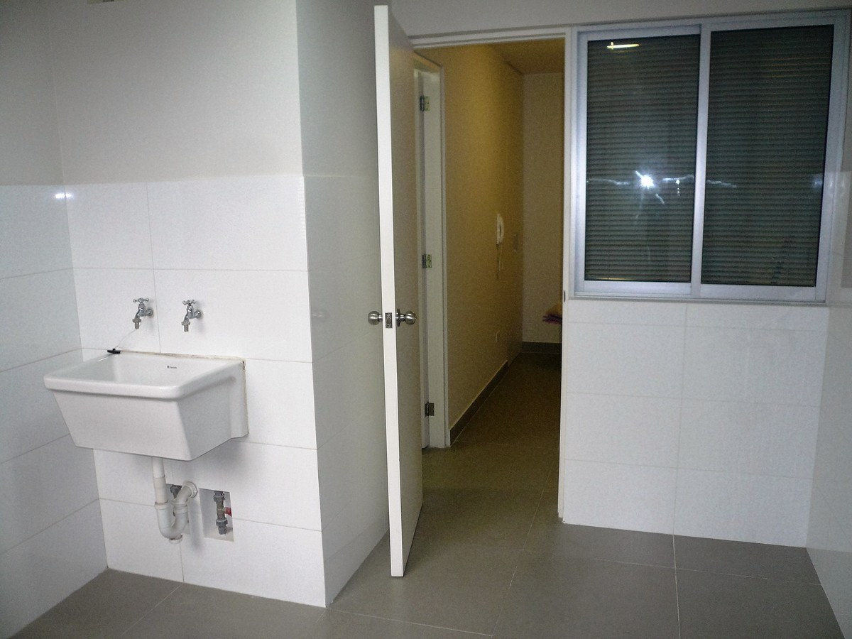 32 de 32: Lavandería, cuarto y baño de servicio