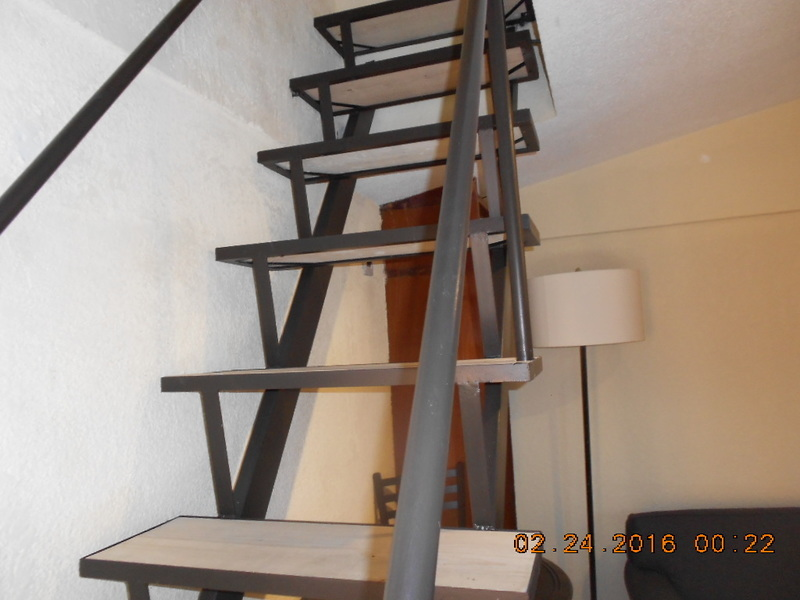 6 de 9: escalera a segundo piso