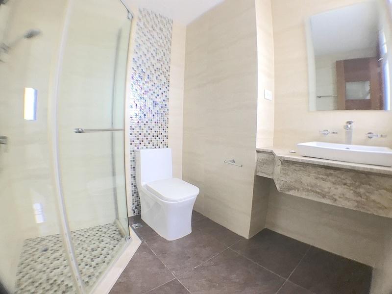14 de 17: Baño habitación secundaria 2
