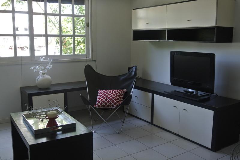 4 de 21: Living equipado con mobiliario y TV con cable/inetrnet wifi