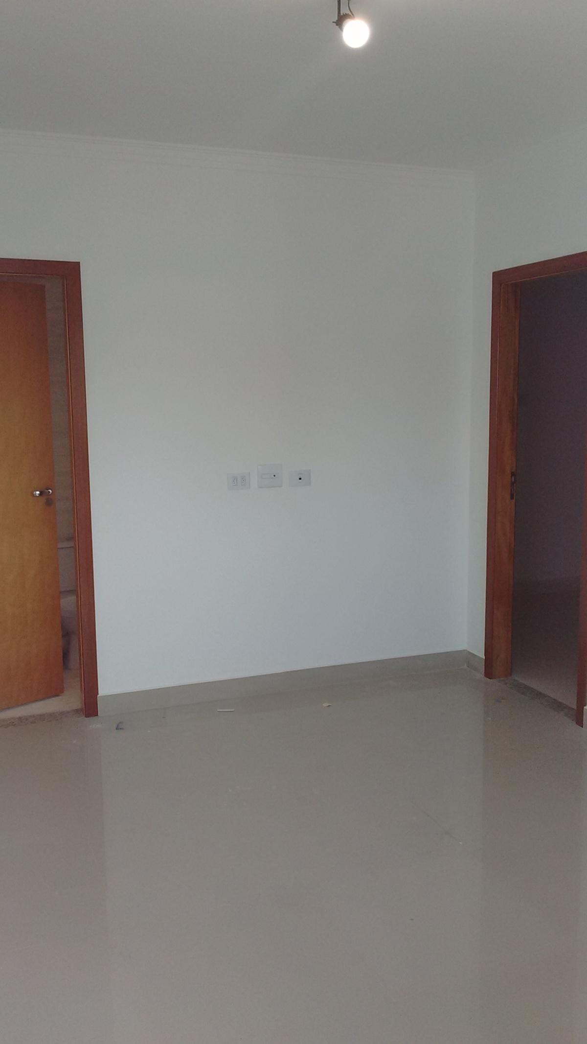 9 de 21: Banheiro a Esquerda e Dormitorio Direita