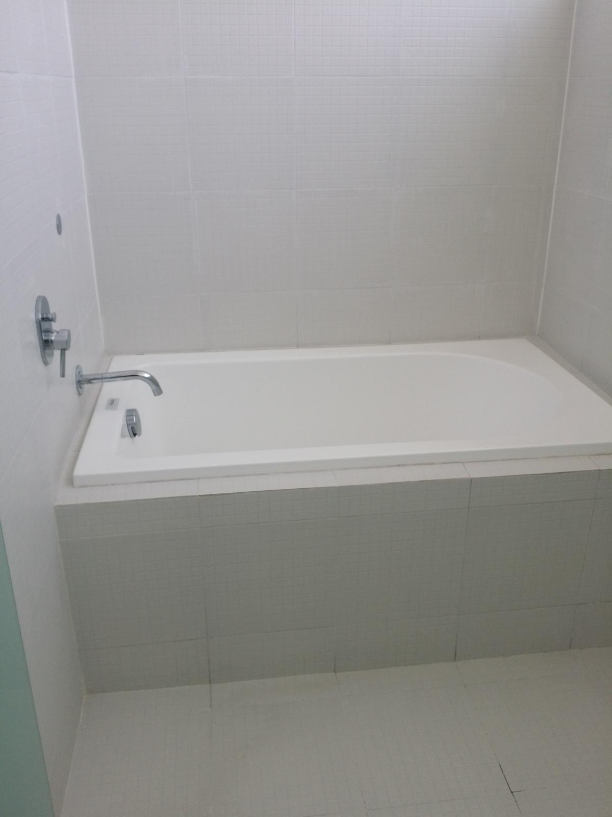 34 de 47: tina en baño recàmara principal
