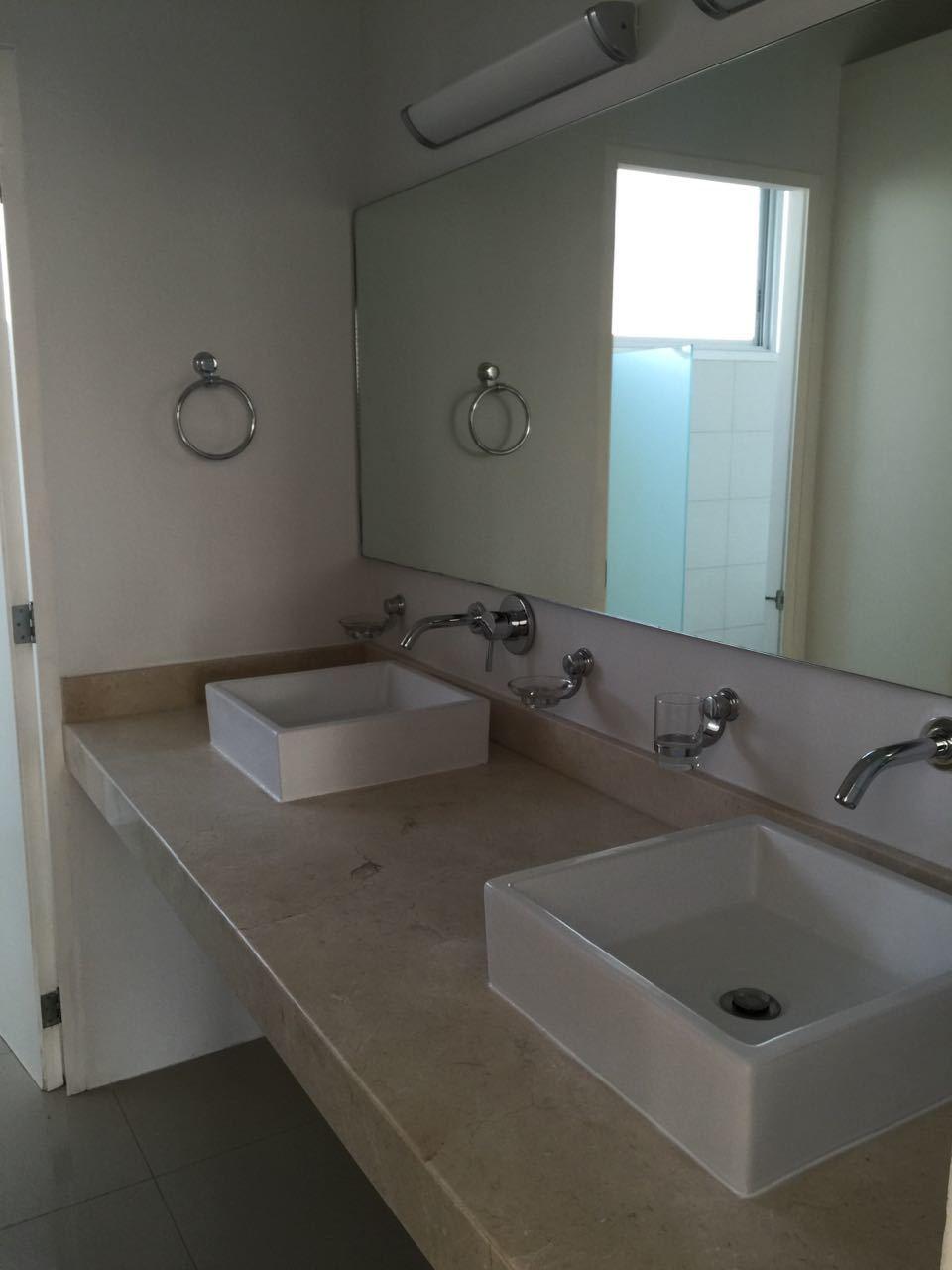 32 de 47: doble ovalin baño principal