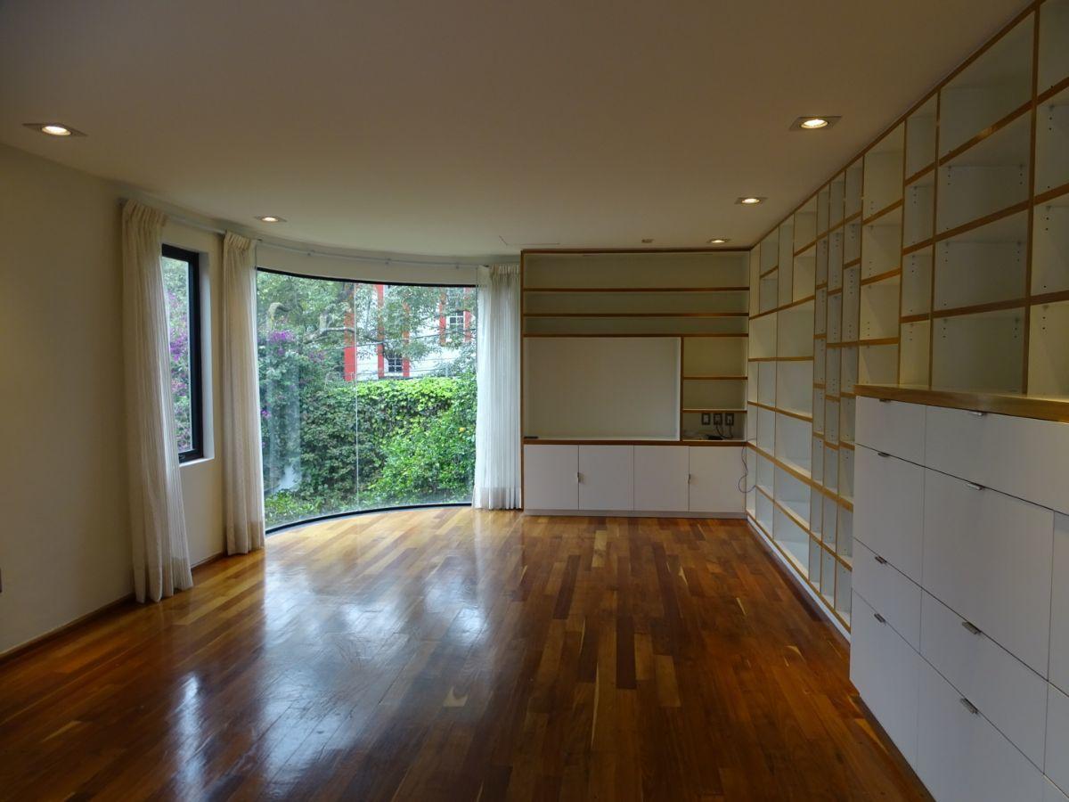 14 de 42: Family con piso de madera natural