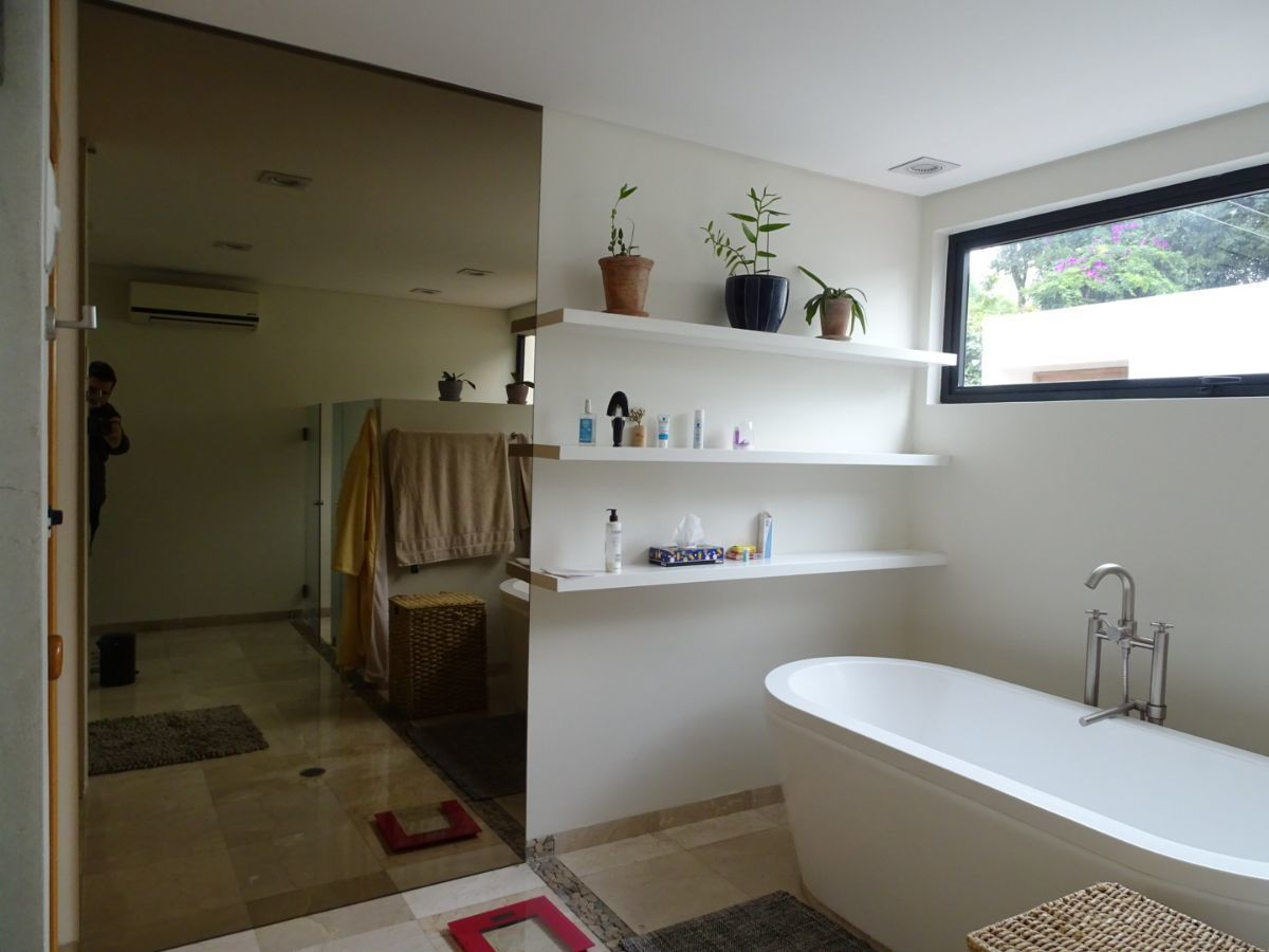 19 de 42: Tina en baño principal