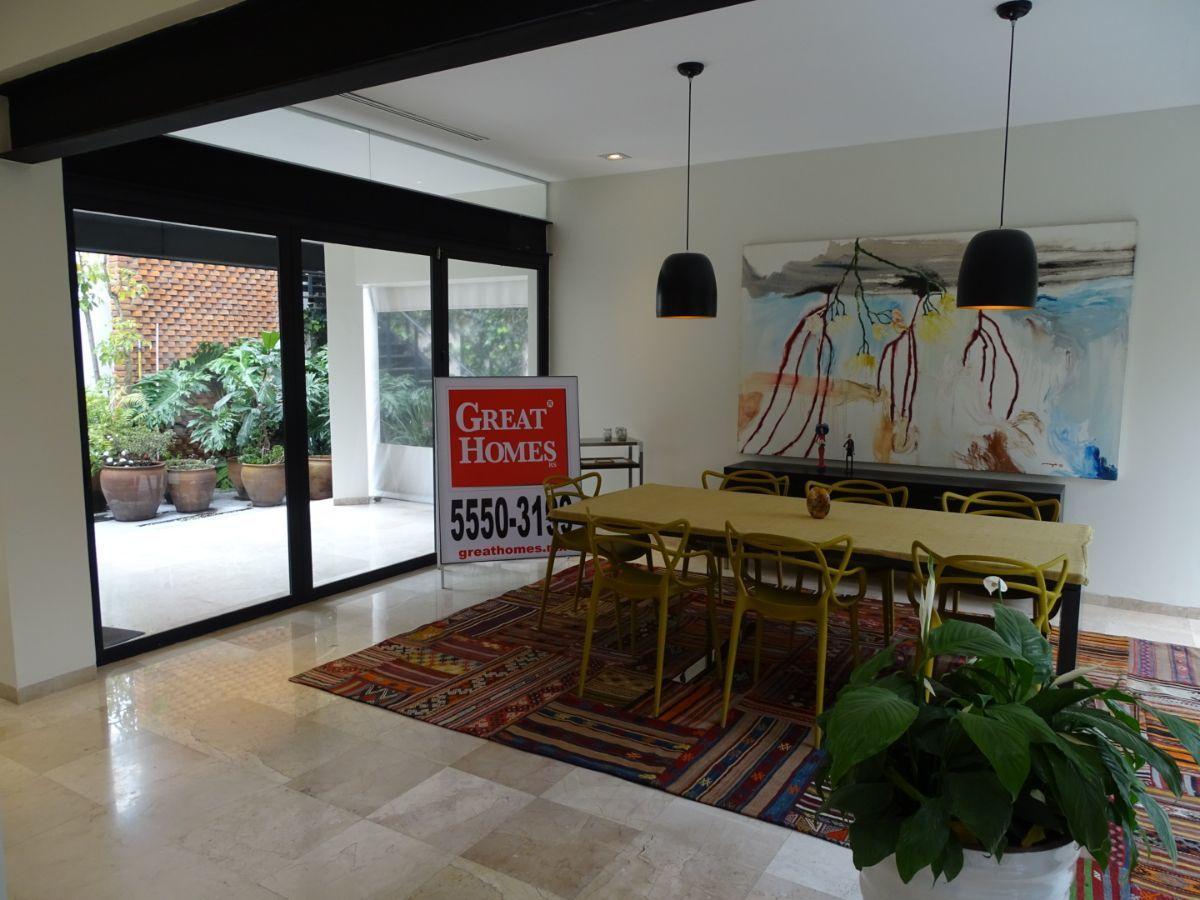 3 de 42: Comedor con terraza y patio interior