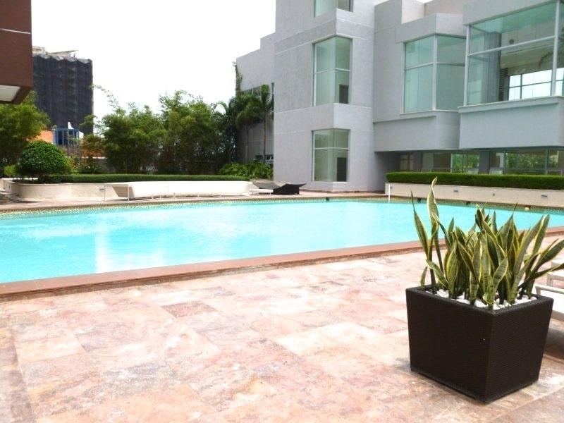 38 de 50: Area Social: piscina