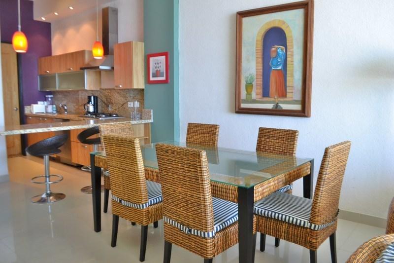 6 de 44: Comedor - Dining area