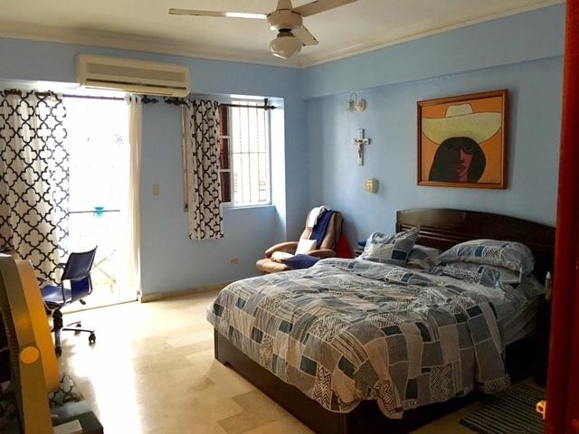 5 de 9: Habitación principal y balcon