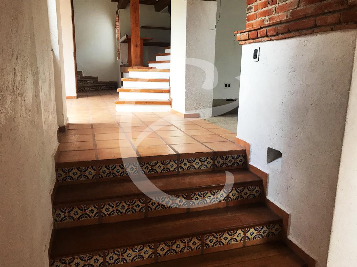 14 de 29: Escaleras hacia las habitaciones