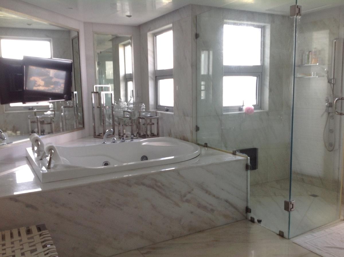 35 de 48: Baño de habitación principal