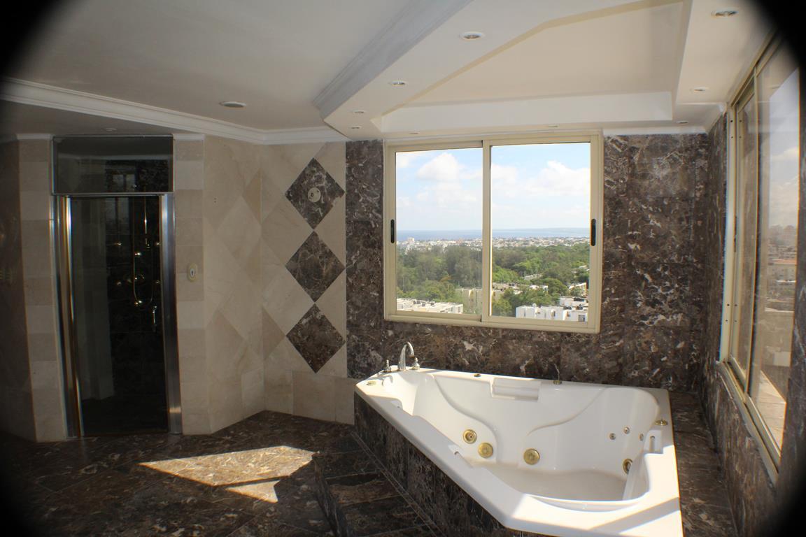 27 de 31: Precioso el baño de la habitación principal!!
