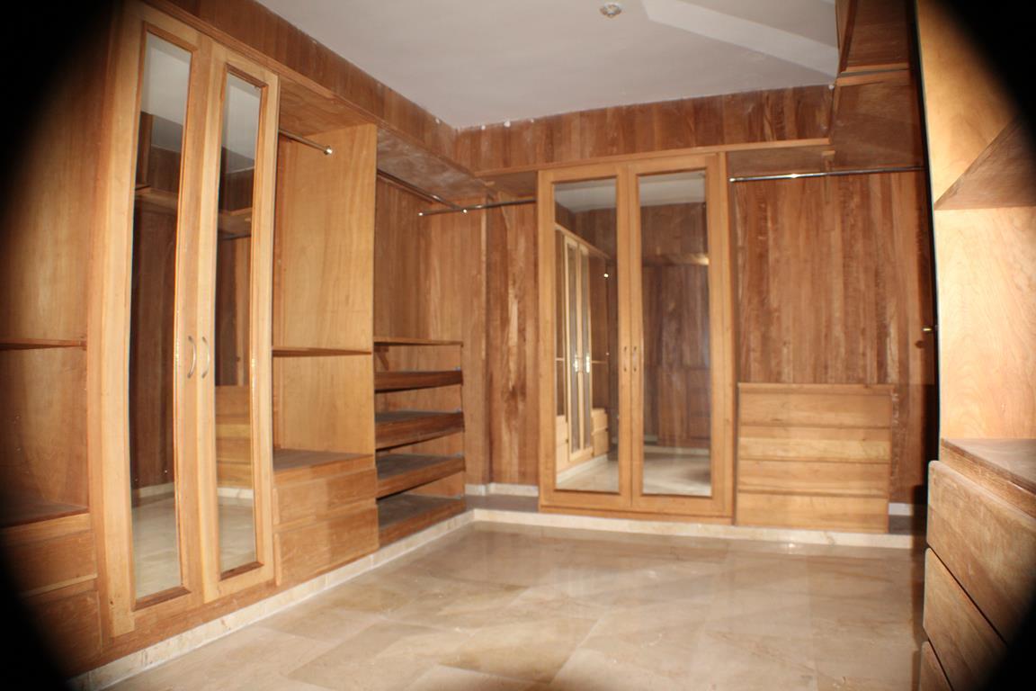 29 de 31: Walk-in Closet Habitación principal