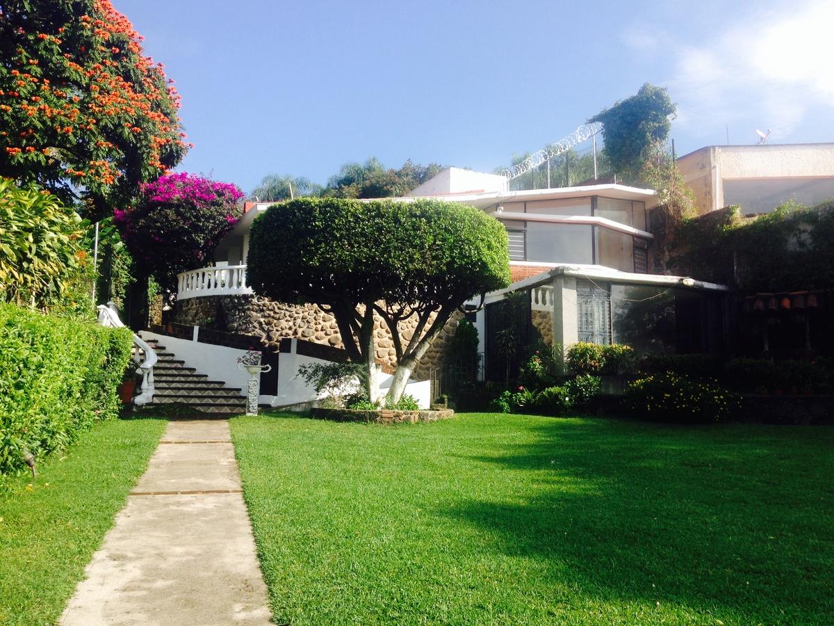 Bonita casa de campo con amplio jard n y alberca for Casas bonitas con alberca y jardin