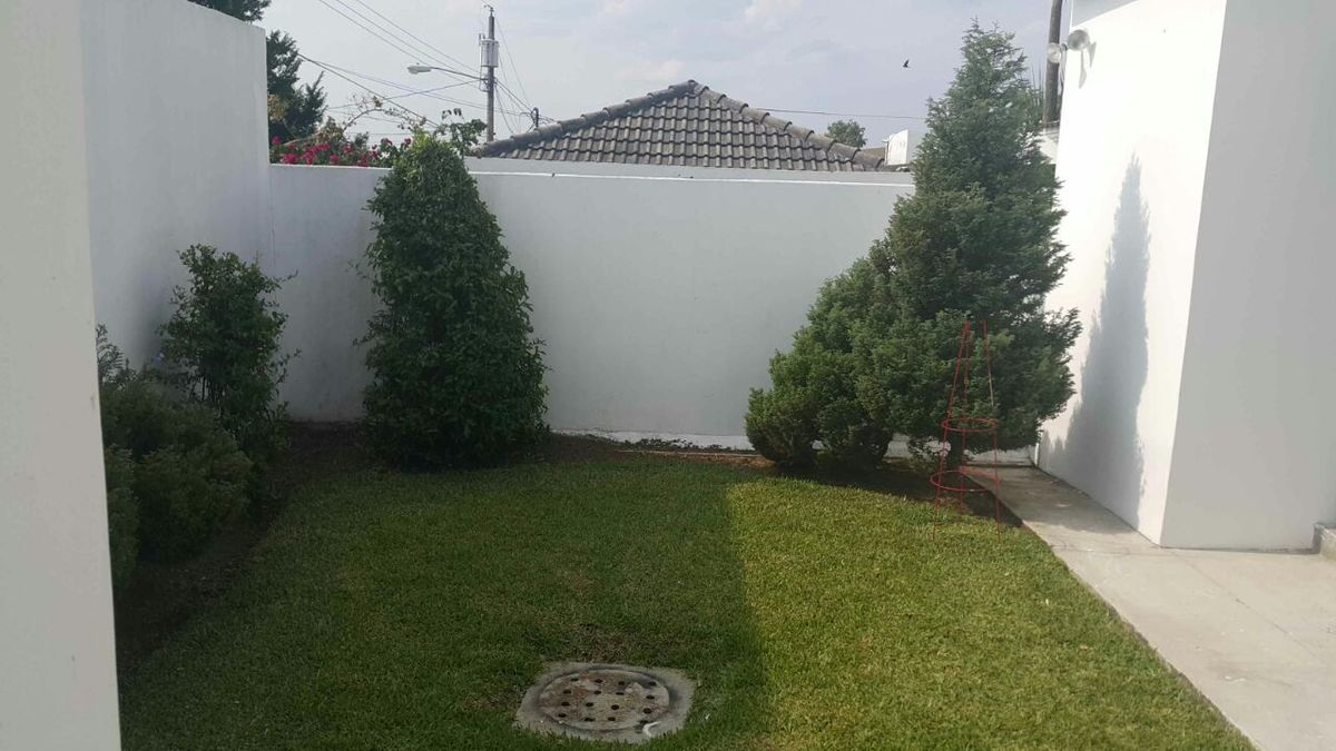 Casa 1 nivel en venta jardines de san isidro for Jardines 6 san isidro