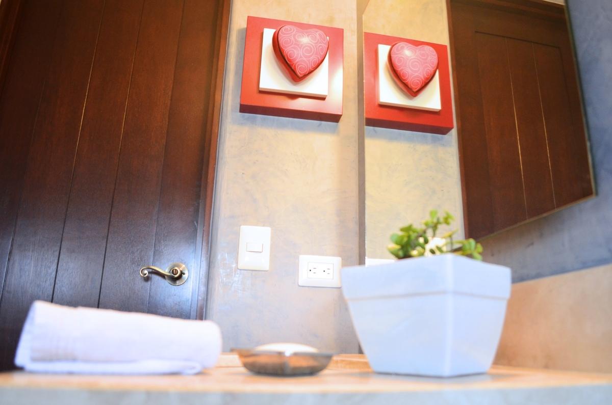 13 de 23: Bathroom detail