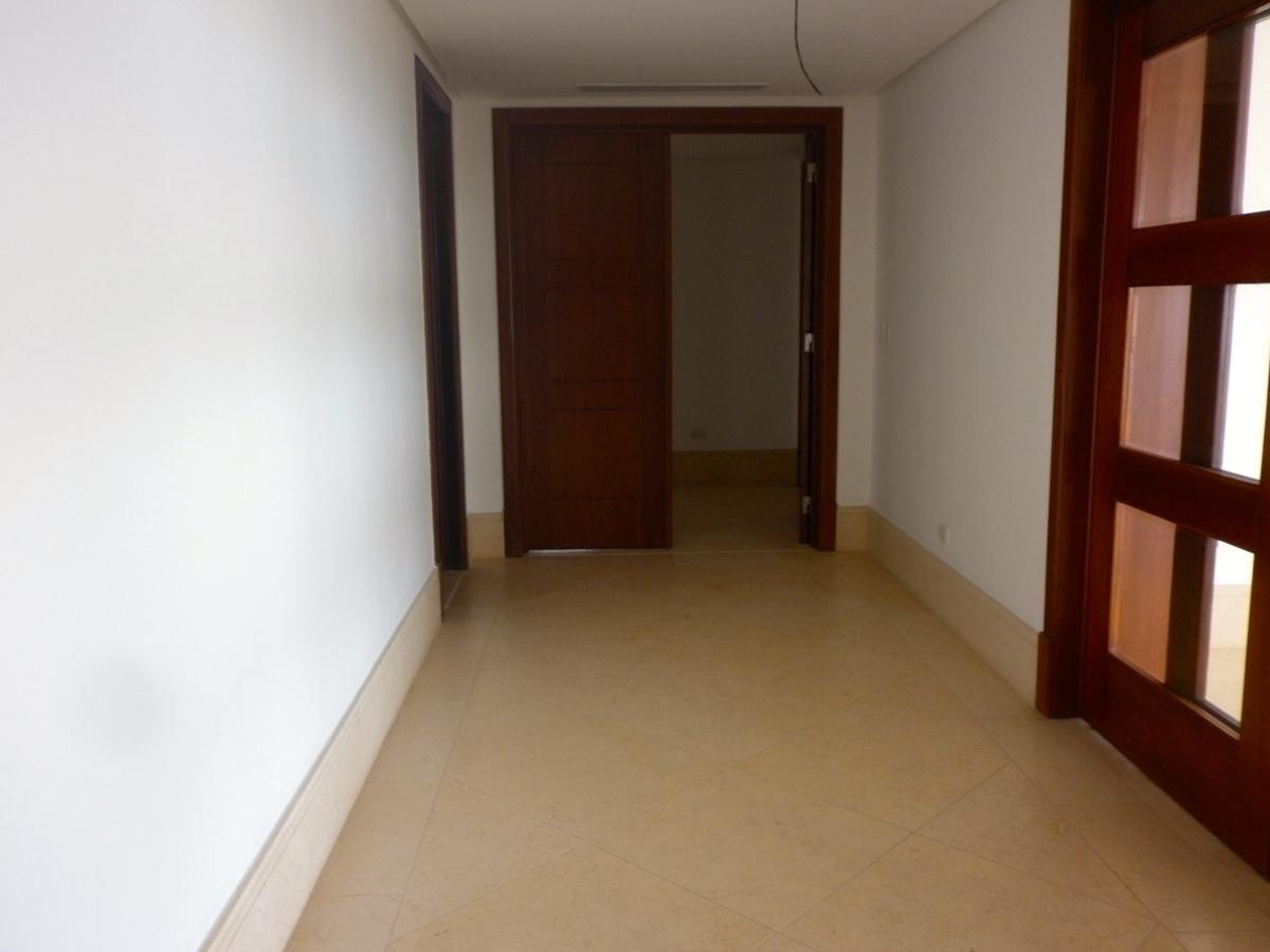 23 de 48: Pasillo hacia las habitaciones