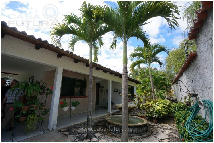 Casa con amplio jardin en residencial monte real mateo for Residencial casas jardin