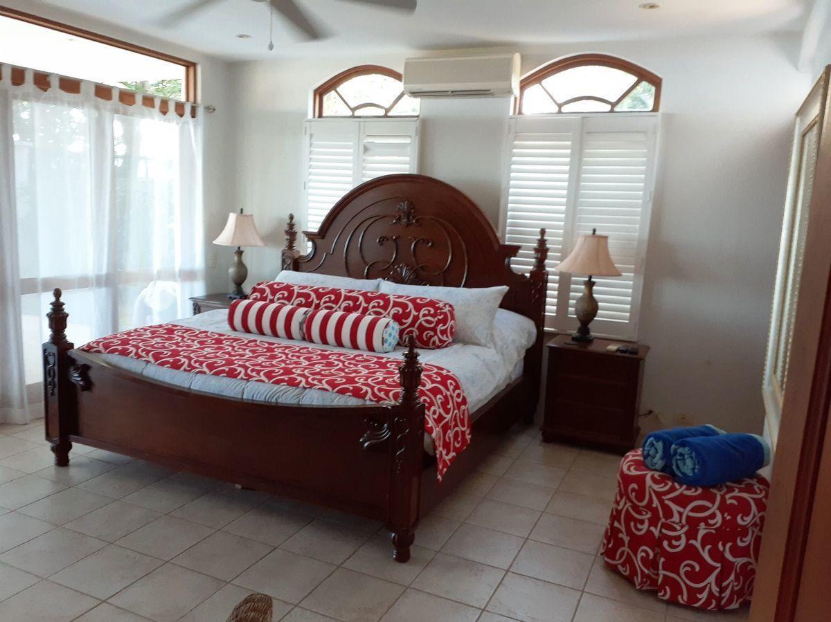12 of 18: Guest Bedroom