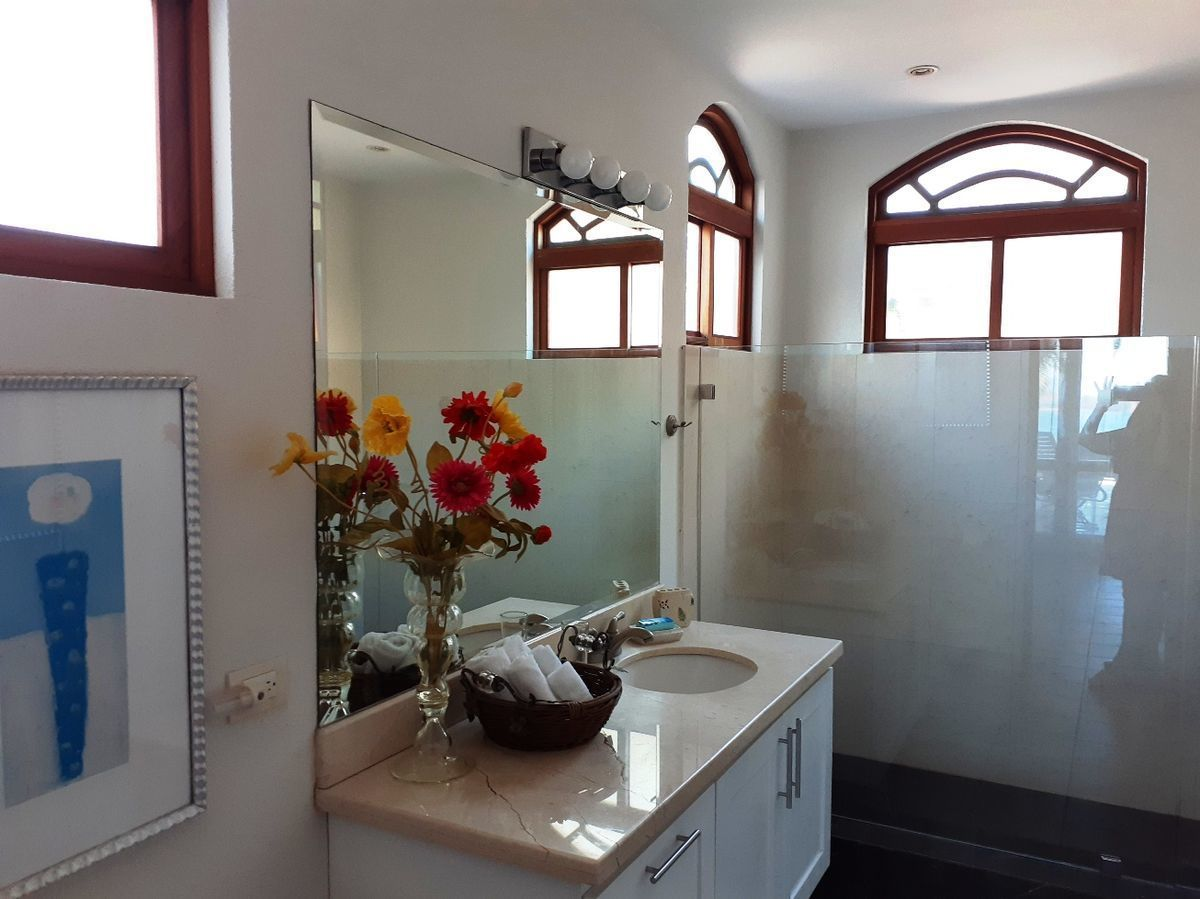 13 of 18: Guest Bathroom