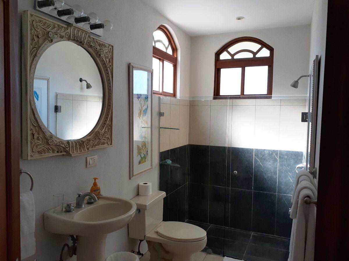 15 of 18: Guest Bathroom