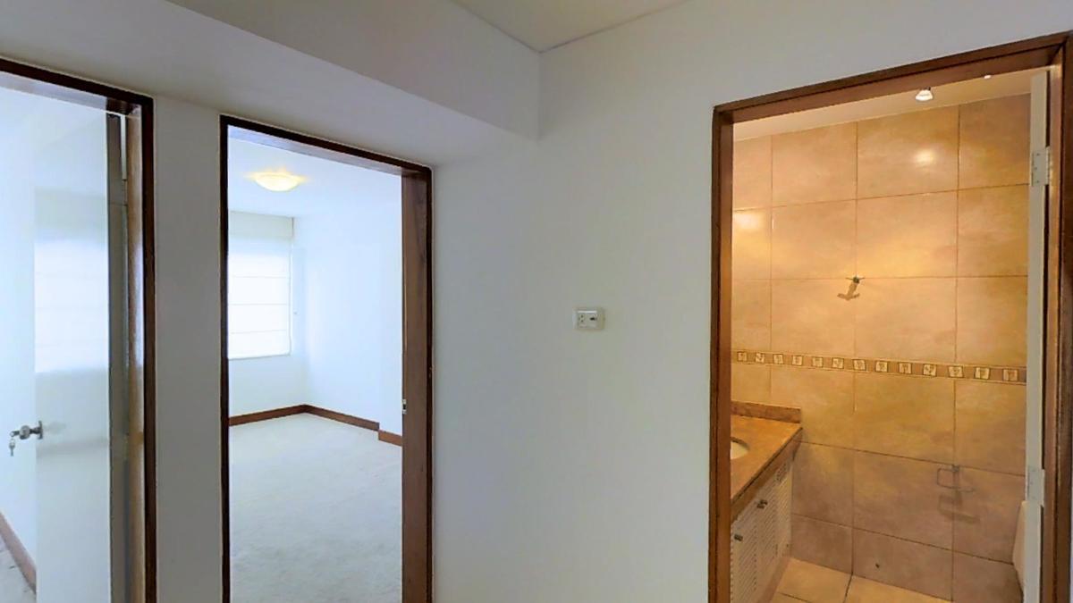 10 de 22: Baño compartido para dos dormitorios