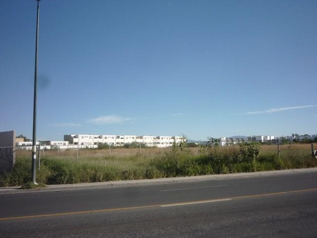 3 de 13: Desarrollo habitacional atrás del tereno