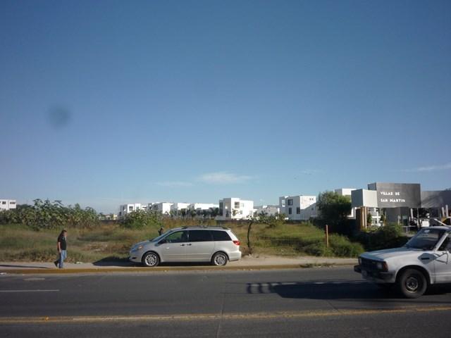11 de 13: Entrada al desarrollo vecino