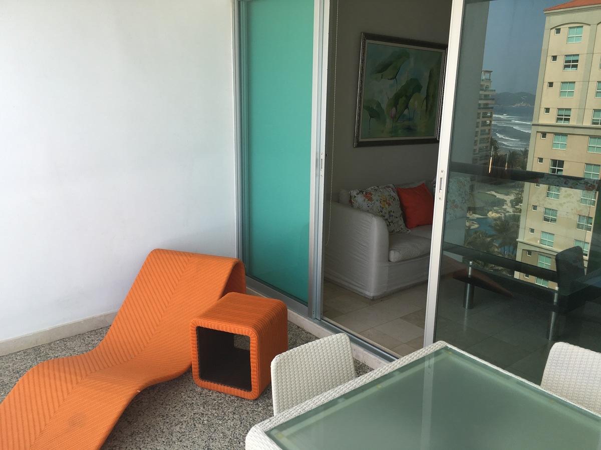 12 de 26: Mobiliario de la terraza