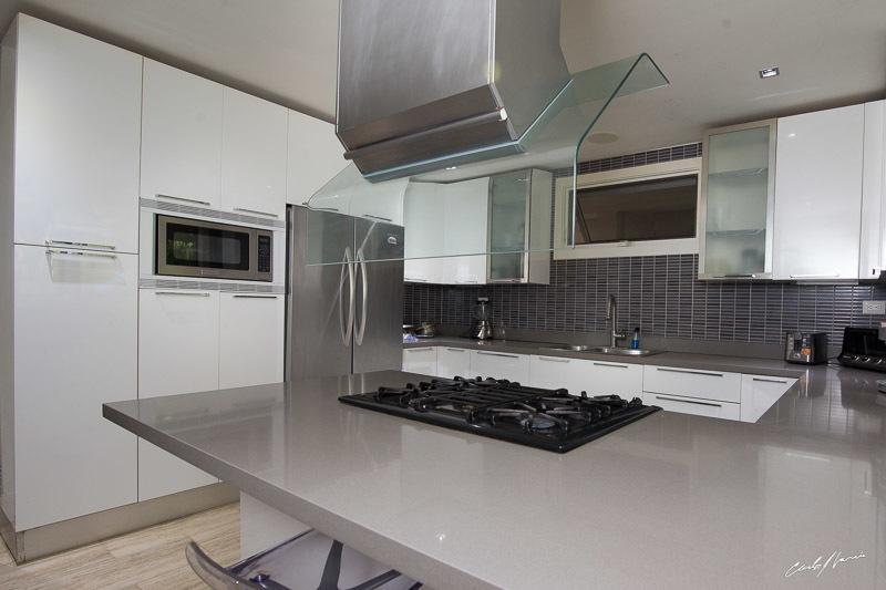 11 de 12: Cocina modular con isla integrada
