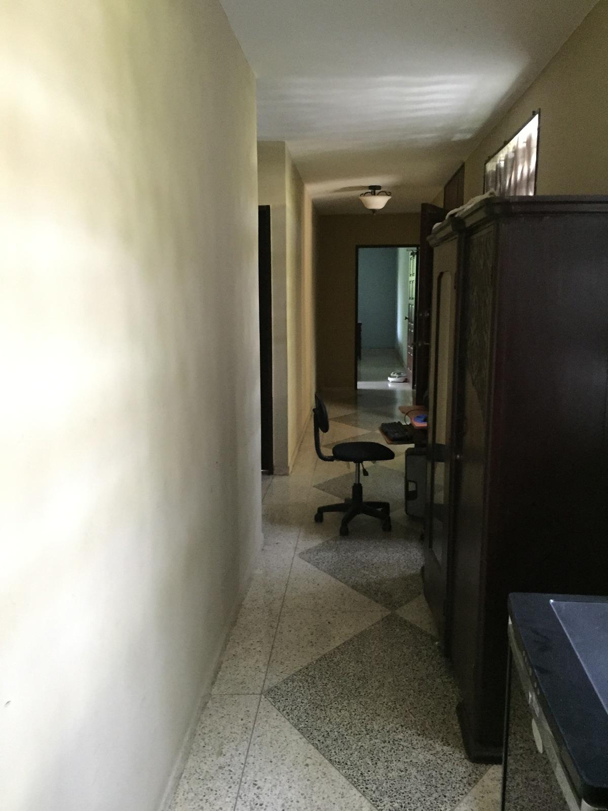 9 de 10: pasillo con acceso 4 habitaciones