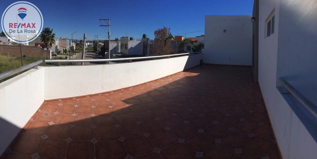 23 de 24: Amplia terraza