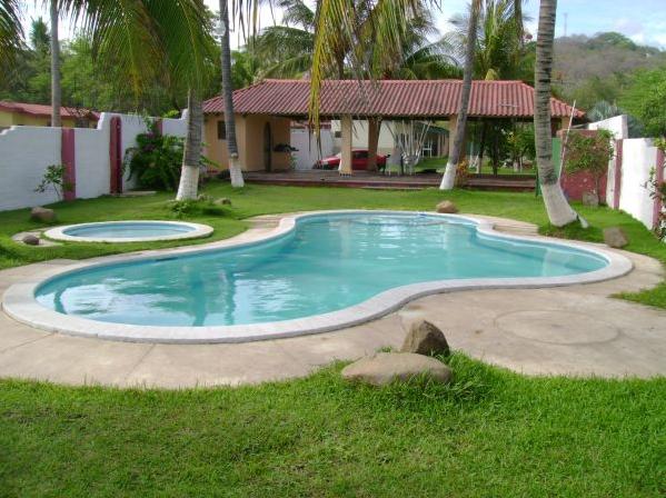 Hermosa rancho familiar con piscina frente al mar en playa for Piscina de san blas