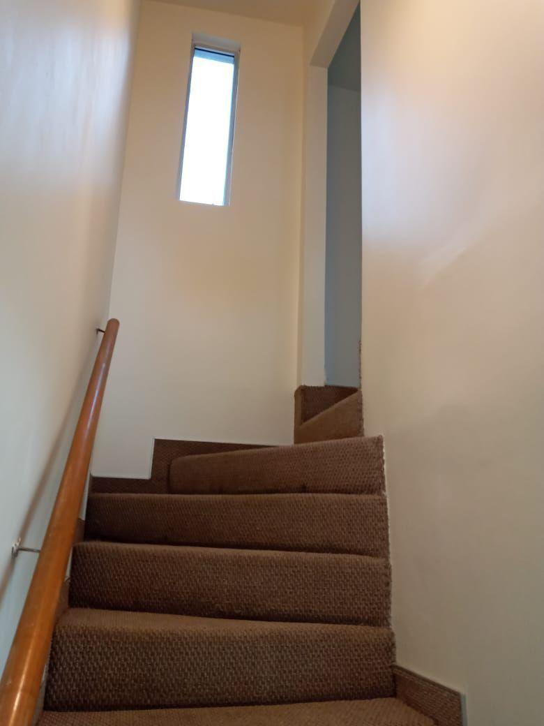 12 de 41: Escaleras al segundo piso