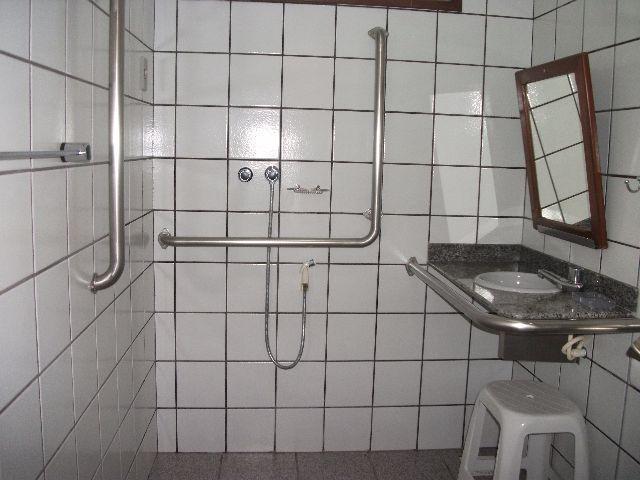 4 de 24: banheiro para necessidades especiais