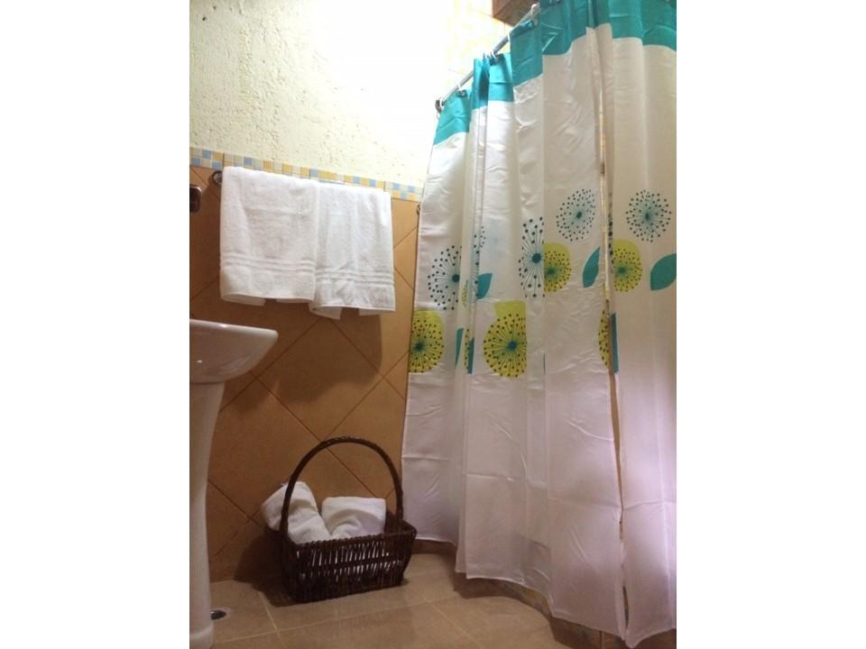 17 de 24: Baño Secundario