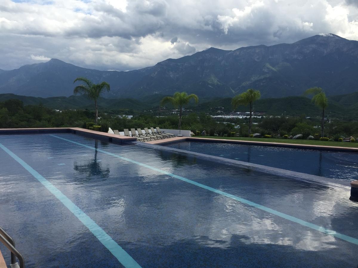 6 de 16: Área Común: Alberca Semi-olímpica y recreativa