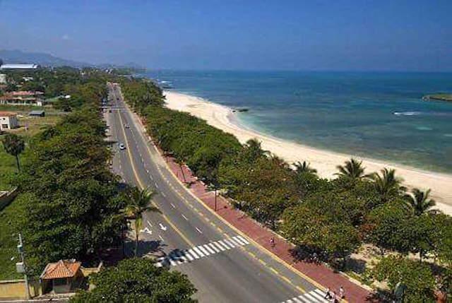 1 de 20: Vista desde arriba de la Costa frente a la Urbanización