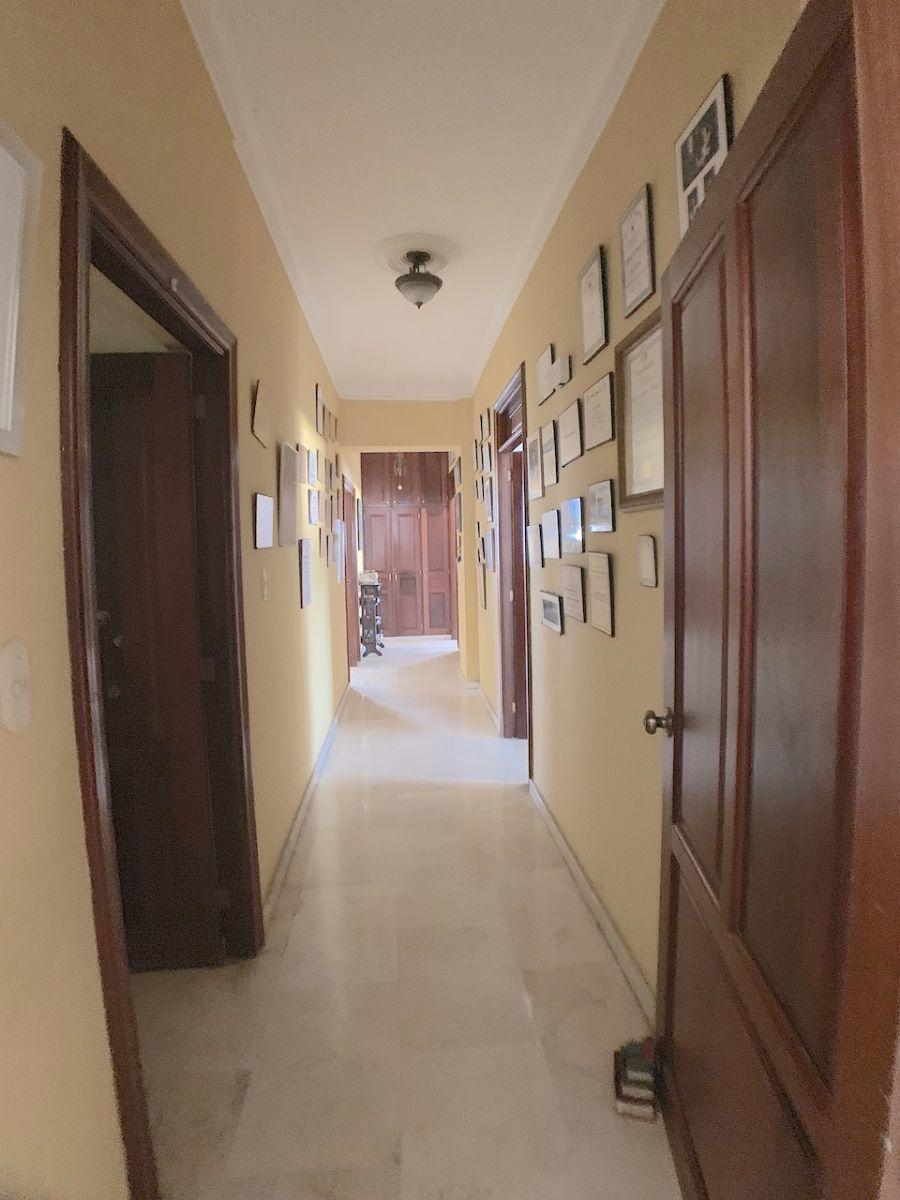 23 de 24: Pasillo de circulación a las habitaciones