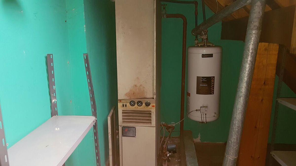24 de 32: Equipo calefacción central planta alta