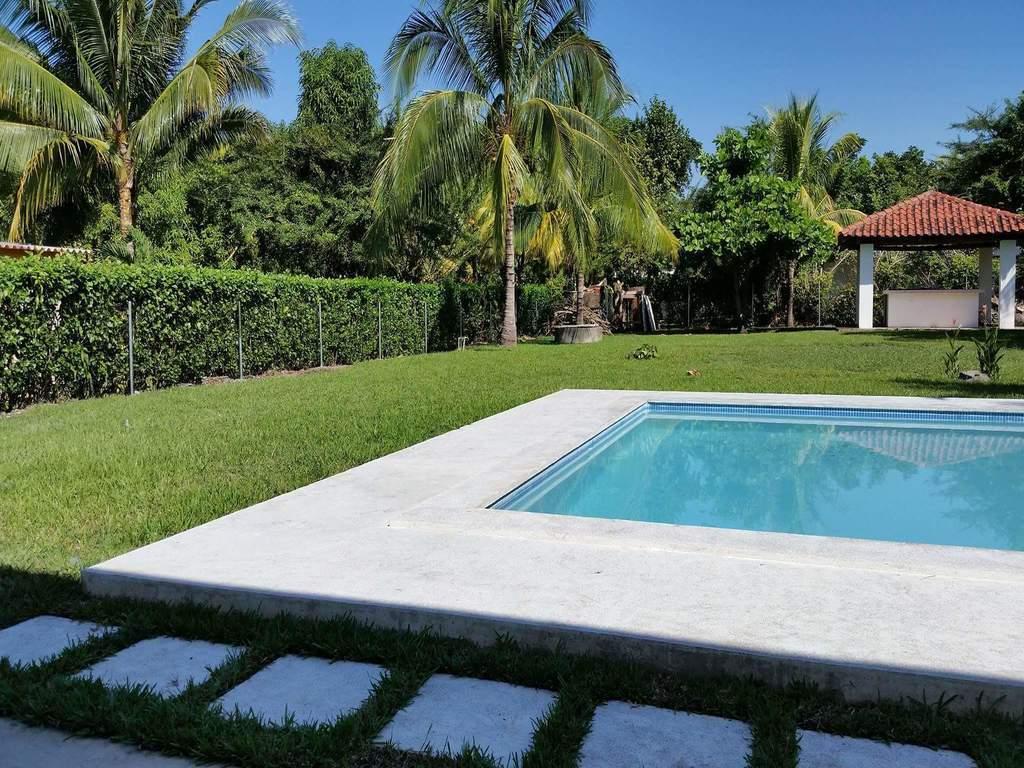 Hermosa casa de playa de 1 nivel estilo moderno con for Piscina estilo playa