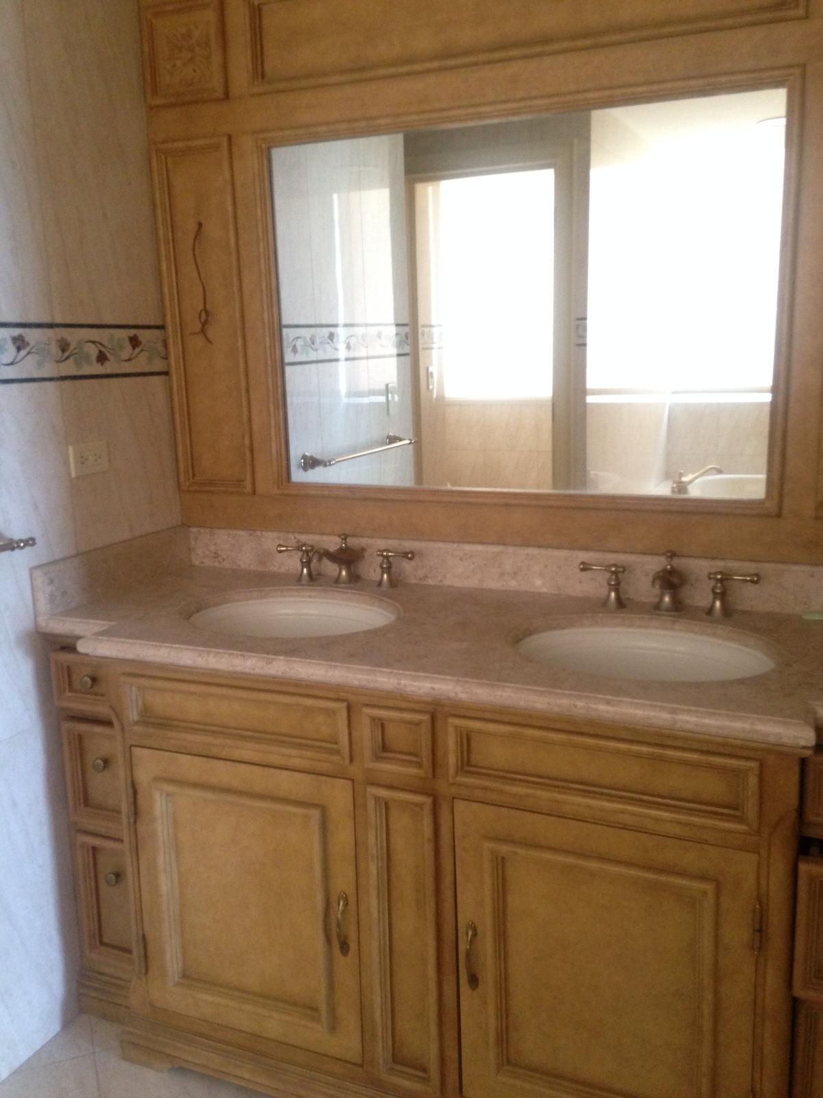 8 de 13: Doble lava manos con mesada en granito y griferia italiana