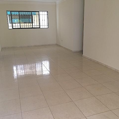 5 de 12: Amplia area para comedor con ventana y area de estar