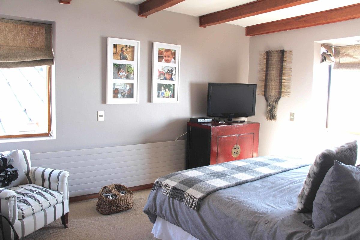 8 de 34: Dormitorio principal en suite con walkin closet.