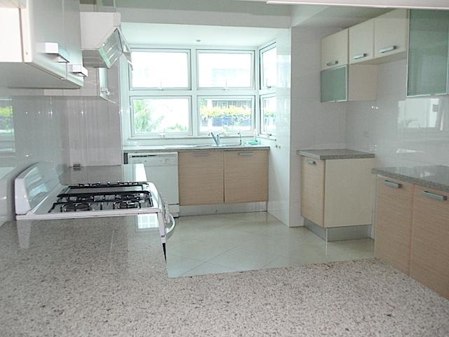 3 de 16: Vista completa de la cocina