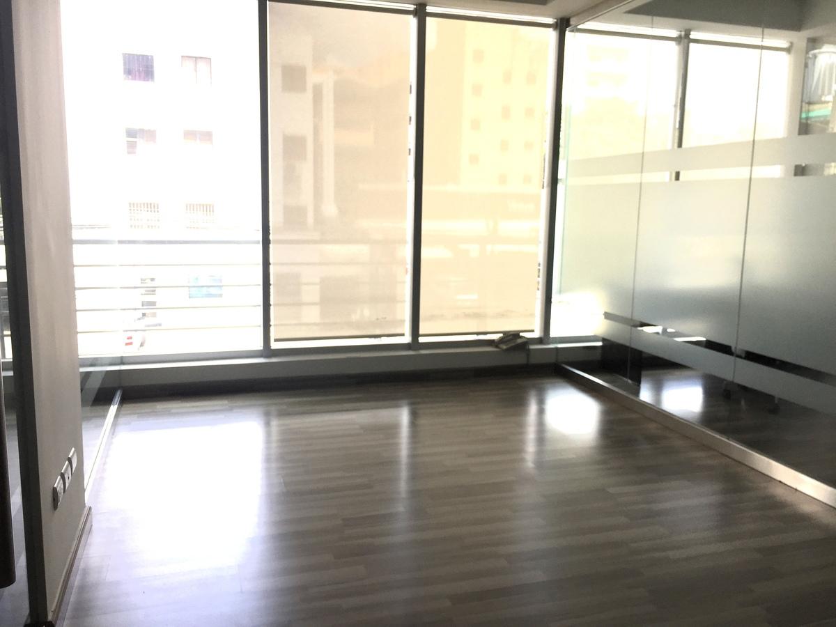 4 de 12: otra oficina