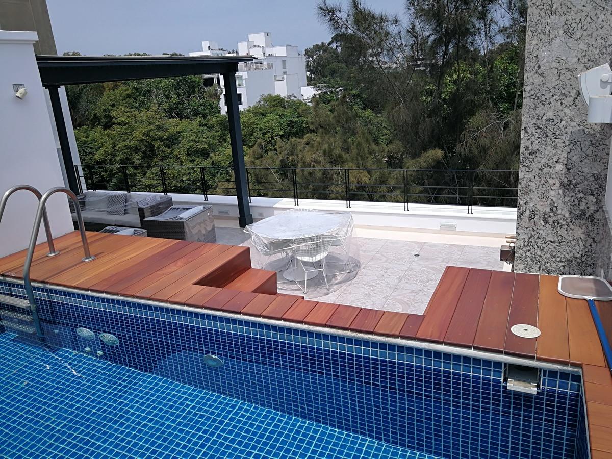29 de 43: piscina con deck