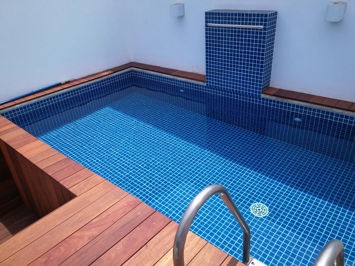 30 de 43: piscina con deck
