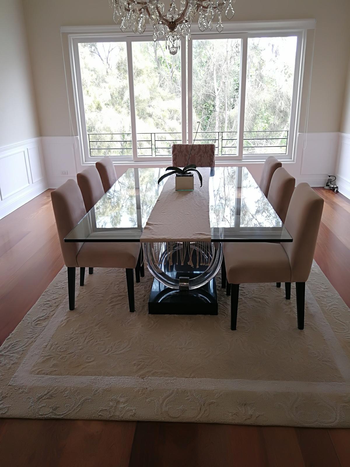 10 de 43: Amplio comedor para mesa para 18 personas