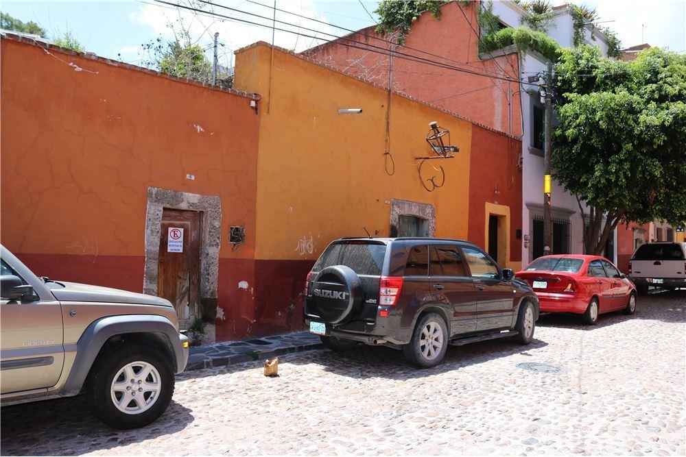 4 of 6: Vecindario 1